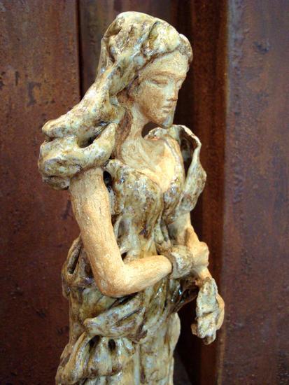 Sofisticada      The Sophisticated Lady Pottery Figurative
