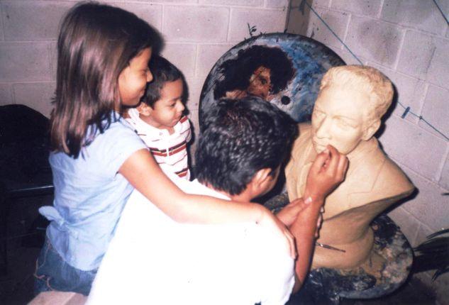 POETA Medardo Mejia, escultura hondureña Pottery Figurative