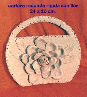 Cartera redonda con flor. Óleo Cuero - Piel Piel y Cuero