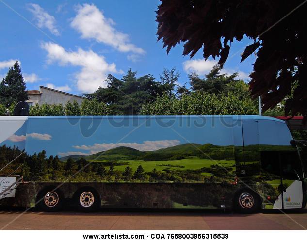 Paisaje con autobús Publicidad y moda Color (Digital)