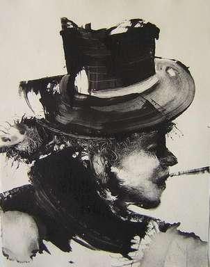 Perfil con sombrero.