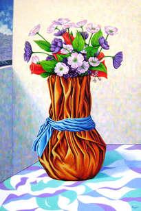 jarrón con flores artificiales