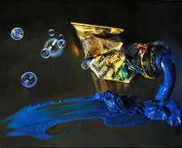 tubo de óleo azul cyan y pompas