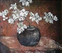 jarrón con flores blancas