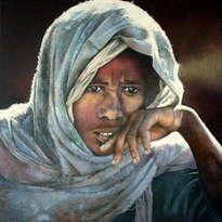 mujer etíope en actitud contemplativa