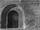 puerta de la iglesia de peratallada