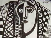 mujer en blanco y negro