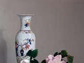 rosas y jarrón
