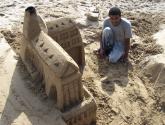escultura en la playa de sitges- españa
