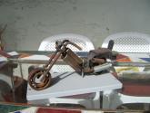 moto hecha con chatarras de fierro