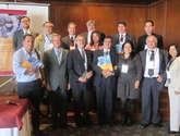 foto: grupo de médicos colombianos y expertos del cicr que trabajaron durante casi dos años en la realización de la guía para el manejo médico-quirúrgico de heridos en situación de conflicto armado.