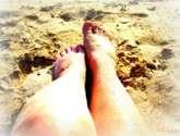 piernas en la arena