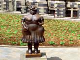 Botero-Mujer Vestida