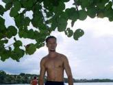 dios clinton en la playa