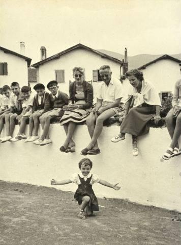 Festival en el País Vasco, por Robert Capa, 1951 Magnum Fotos